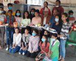 गैँडाकोट ९ मा बालबालिकालाई खेलकुुद सामाग्री वितरण
