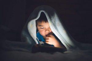 बच्चालाई निद्रा नलाग्ने कारण र उपाय