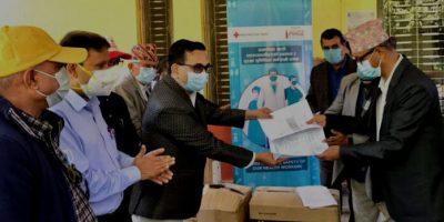 भरतपुर अस्पताललाई २० लाख बढीको स्वास्थ्य सामग्री सहयोग