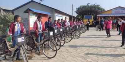 जनकल्याण मावि माडीका २० छात्राले पाए साईकल