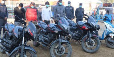चितवनमा मोटरसाइकल चोरी गर्ने चार जना पक्राउ