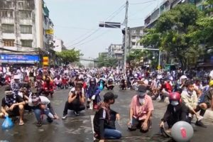 म्यानमारमा सैन्य शासनविरुद्धको विरोध प्रदर्शन हिंसात्मक हुँदै