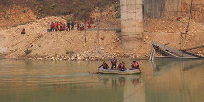 ठिमुरा–देवघाट पुल भाँचिदा बेपत्ता भएका दुईजनाकाे शव भेटियो