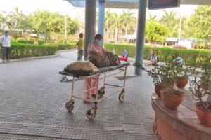 अस्पताल प्रांगणमा दुई घण्टा छटपटी, तर अक्सिजन नपाएर मृत्यु