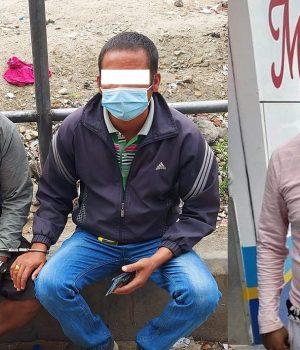 यात्रुसँग तीन गुणा बढी भाडा लिने टिकट काउन्टरका कर्मचारी पक्राउ
