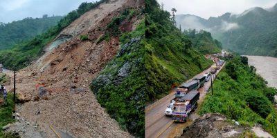 नारायणगढ-मुग्लिन सडक खण्डः विहानैबाट पहिरो पन्छाउने काम सुरु